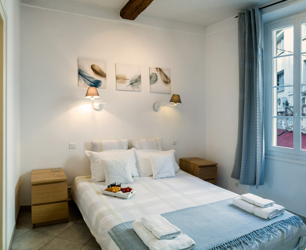 Bedroom Pimms apartment Antibes