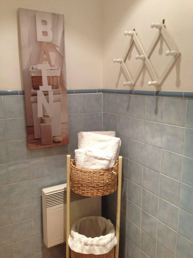 market bathroom details